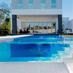 Panel lembaran plexiglass akrilik fleksibel disesuaikan untuk proyek kolam renang